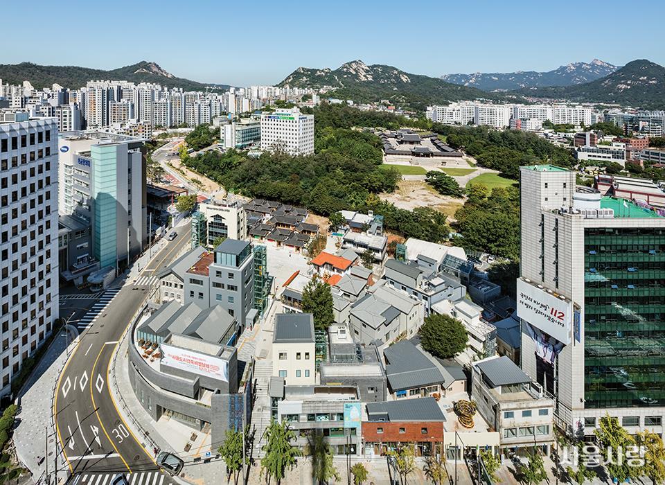 2017 서울도시건축비엔날레 개막식을 기다리는 사람들.